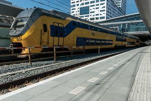 Grootformaattegels in perron Utrecht CS
