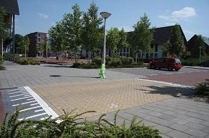 Verhoogd kruispunt in woonwijk
