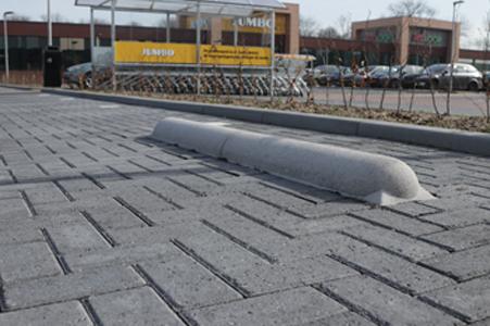 betonnen stootbanden in parkeervak