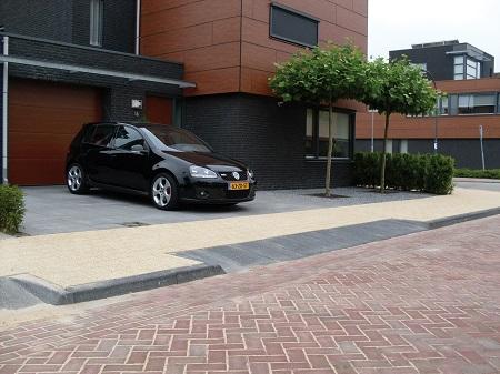 betonnen trottoirbanden woonwijk