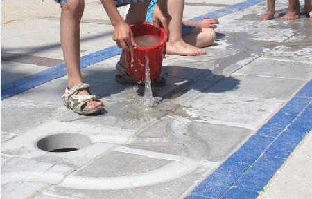 natuurlijke schoolplein inrichting met watertegels