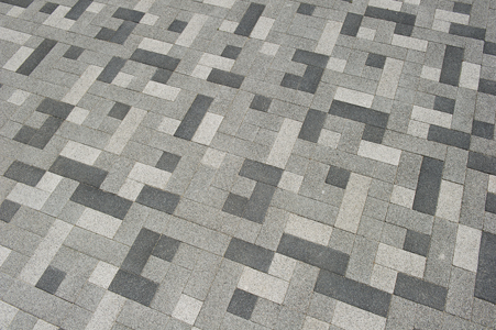 wildverband: betonstraatstenen in verschillende kleuren en formaten