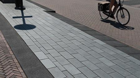 Inrit brede trottoirband 38/40 met tegels grijs