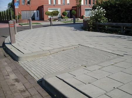 invalideoprit naar trottoir met inritperronbanden