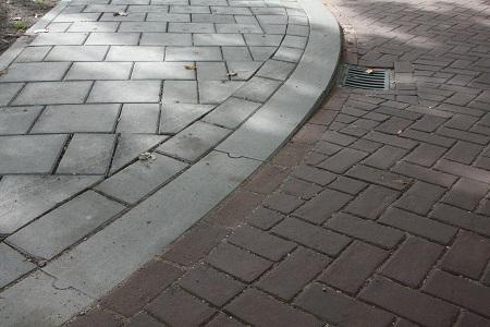 opsluitbanden 20x25 in verhoogd kruispunt