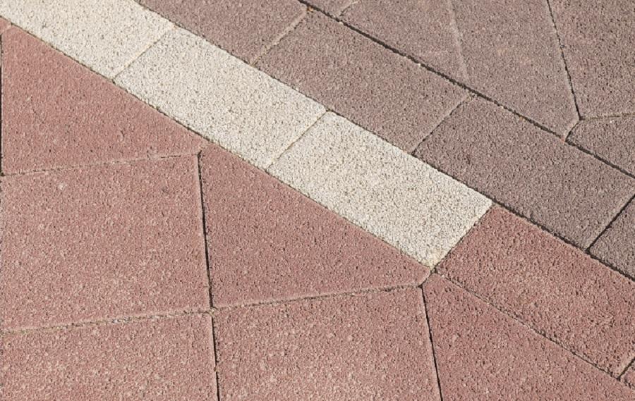 stille straatstenen en dubbelklinkers in keperverband