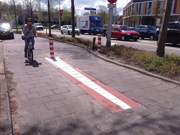 fietspalen   inleidende fietspaalmarkering