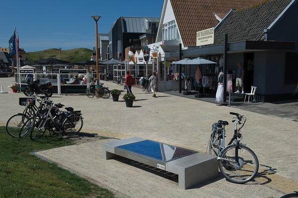 Solar Bench | betonnen bank met zonnepanelen