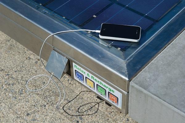 Solar bench | betonnen buitenbank met zonnepaneel