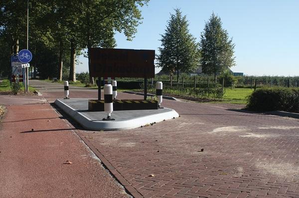 Zijgeleider prefab beton fietspad