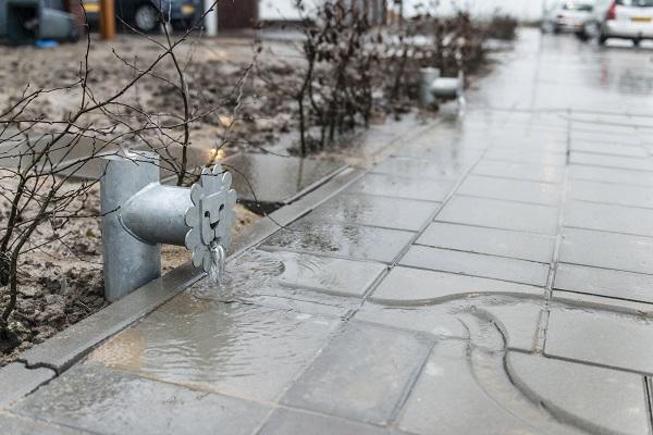 waterspuwer met hemelwaterafvoertegels