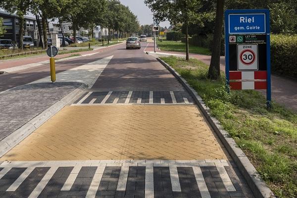 Het geluidrapport Silent Way voor 30 km/uur toont aan dat aanzienlijke geluidreducties te behalen zijn ten opzichte van dicht asfaltbeton (DAB), steen mastiek asfalt (SMA) en gewone straatstenen in keperverband.