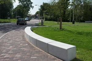 Het Springerplein heeft ook een groene uistraling gekregen. Diverse zitelementen nodigen uit om te verpozen op het plein.