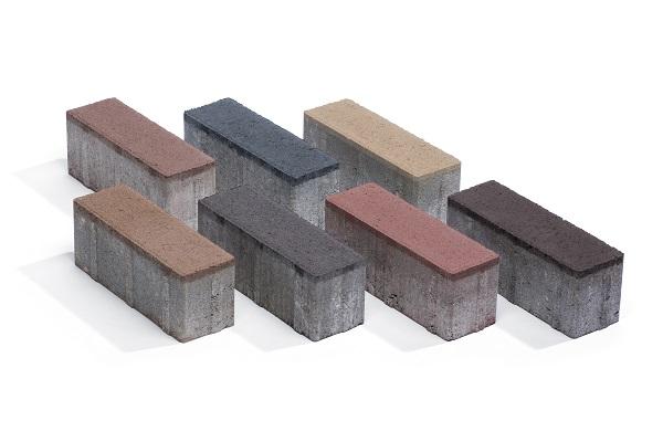 Door diepe keramische kleuren zijn Keranova betonstraatstenen bijna niet van gebakken steen te onderscheiden.