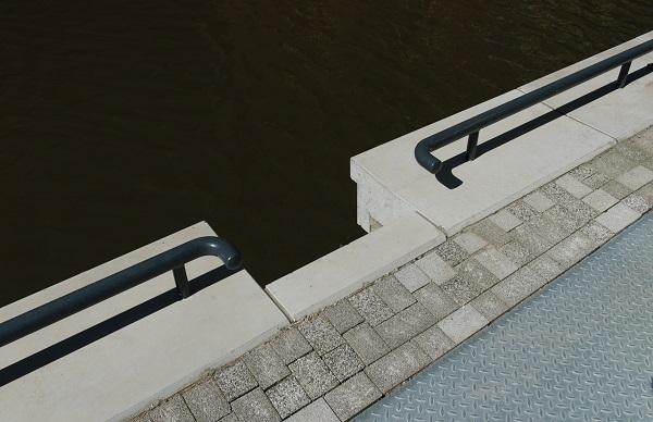 Aankleding van stalen damwanden met betonnen elementen is maatwerk.