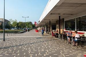 Breccia betonstraatstenen en dikformaten gebruikt voor de bestrating / elementenverharding