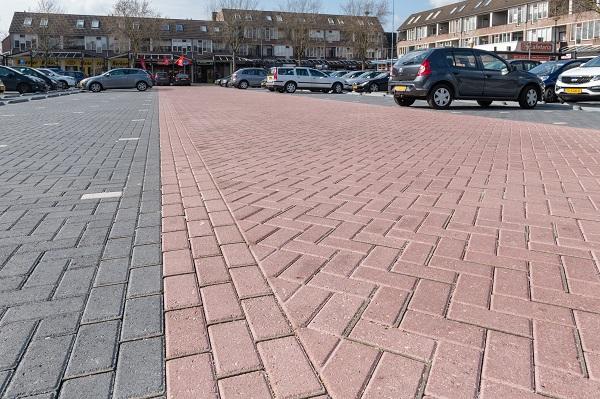waterdoorlatende betonstraatstenen met viltjes