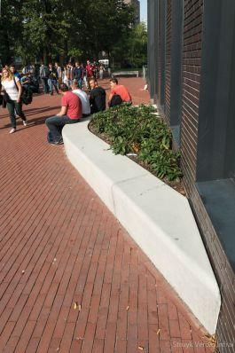 Solid zitelement schegstuk|de Rooi Pannen in Eindhoven|buitenterrein school
