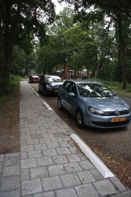 Antiparkeerband|band tegen parkeren op de stoep