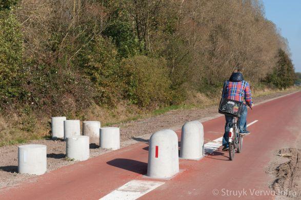 Stootblok rond|sierpoef rond|betonnen elementen voor fietssluis