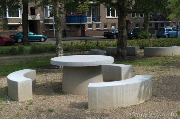 Prefab picknickset rond met 3 zitranden|inrichting buitenterrein