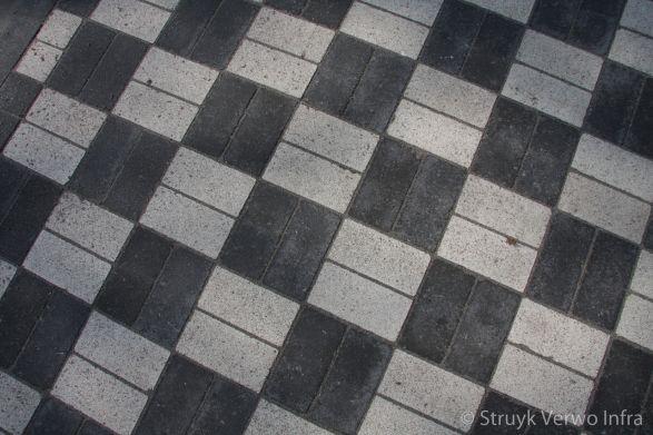 Kruispunt met VRI|Onkruidvrije bestrating in wit en zwarte blokken