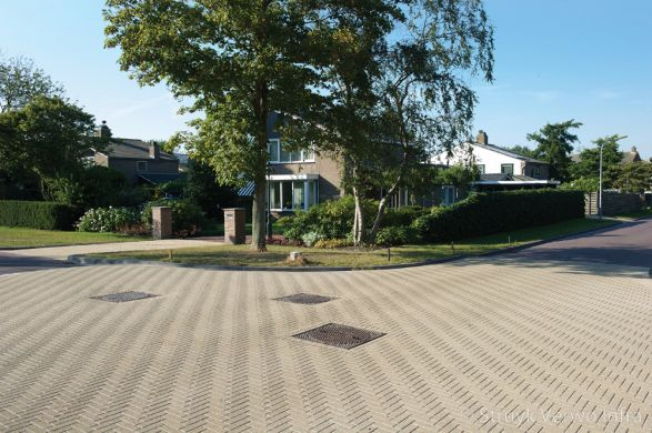 Uitgewassen dikformaat geelbruin|Renovatie centrum Groet - Meeuwenlaan