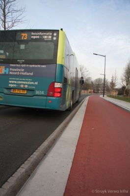 Optisch smalle weg met brede RWS-band langs fietspad