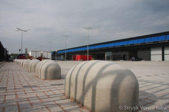 Aanrijdbeveiling beton loods door jumboblok|anti ramkraak