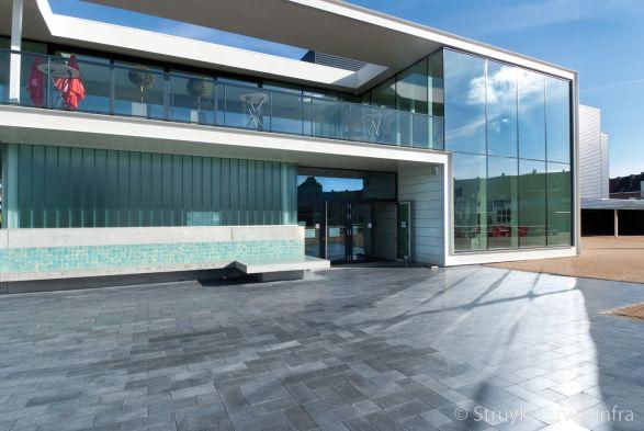 Bestrating gepolijst|inrichting buitenterrein zwembad|exclusieve elementenverharding