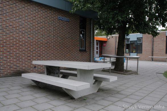 Prefab betonnen picknickset met zitting en tafelblad|buitenmeubilair beton|parkmeubilair beton