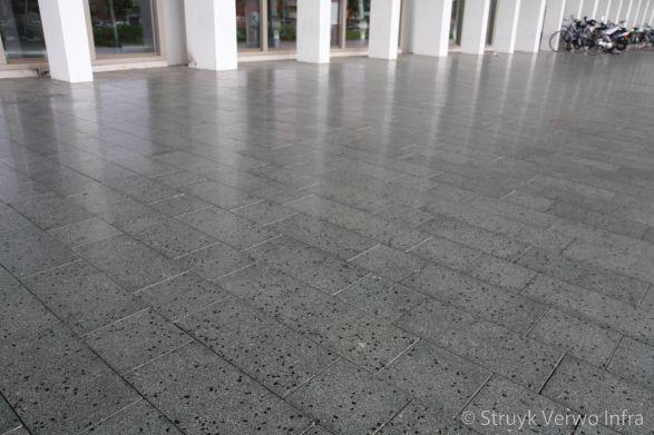 Gepolijste bestrating groen in wildverband Liscio betonstraatstenen