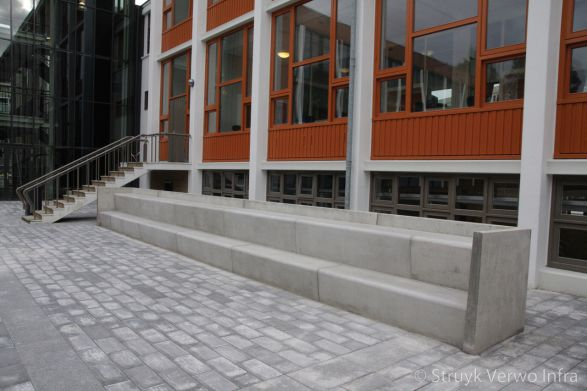 Zitelementen trapsgewijs voor Spinoza Lyceum te Amsterdam