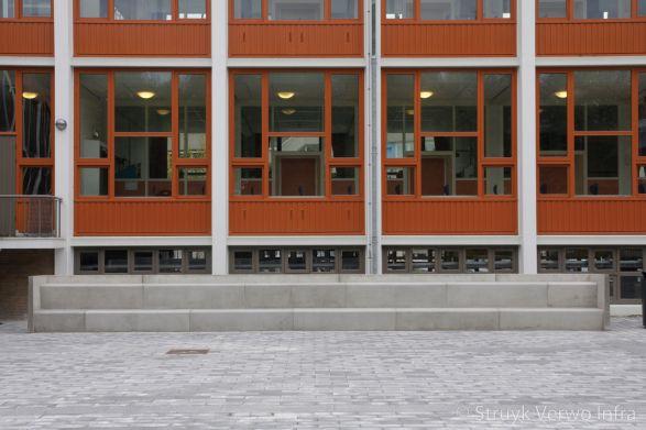 Betonnen zitelementen voor Spinoza Lyceum te Amsterdam|inrichting schoolpleinen