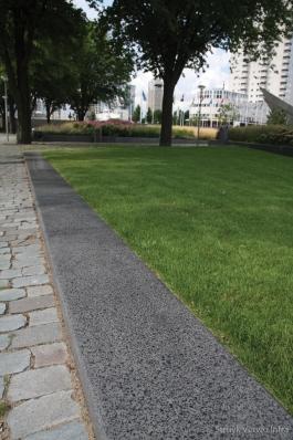 Betonband langs gras|Leuvehaven Rotterdam|geslepen betonband|zitranden beton