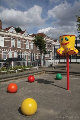 Gecoate sierbollen Prinses Julianaschool te Rotterdam|gecoate betonnen bollen