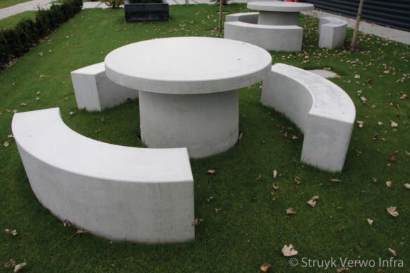 Betonnen picknickset rond