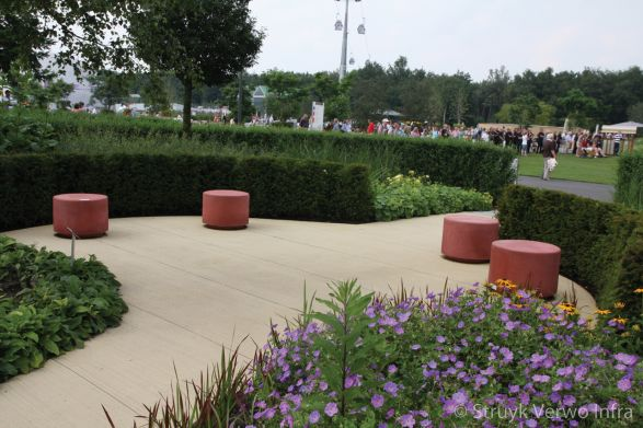 Sierpoefs op de Floriade in Venlo|betonnen poef
