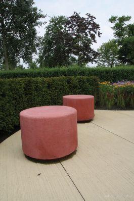 Sierpoef hoog 45 cm rood met sparing|poef beton