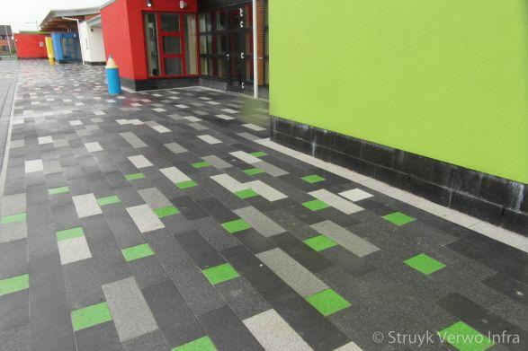 Groene stenen in bestrating|Antonshill Primary School Stenhousmuir