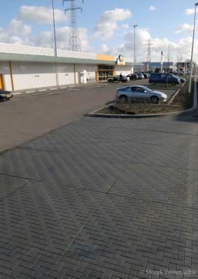 Inrit bedrijventerrein uitgevoerd met vloerplaten
