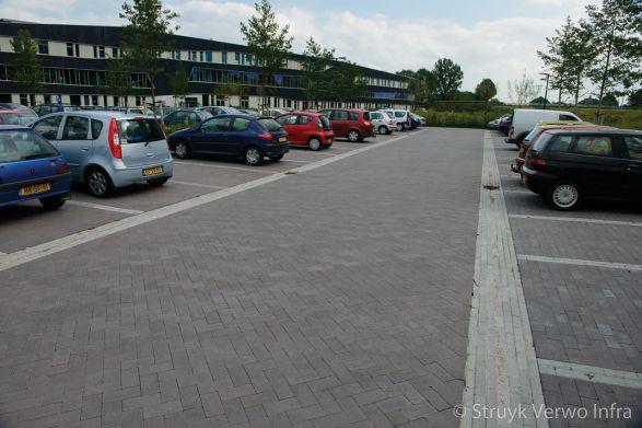 Inrichting parkeerplaats VMBO school Groningen|elementenverharding