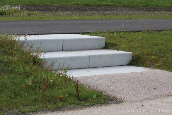 Inrichting speel- en groenplek|Blauwe Berg Hoorn|traptrede|trap elementen