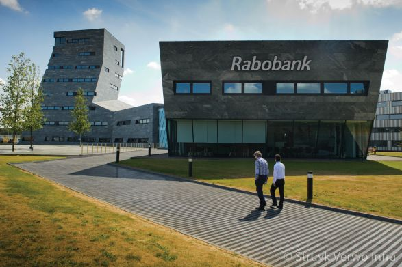 Strokenpatroon bestrating|Nieuwbouw Rabobank Herten