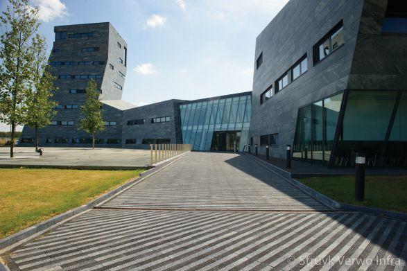 Strokenpatroon bestrating|betonstraatstenen 60x7|Nieuwbouw Rabobank Herten|Liscio|Breccia