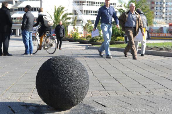Uitgewassen sierbol zwart 701|bescherming voetgangerszone