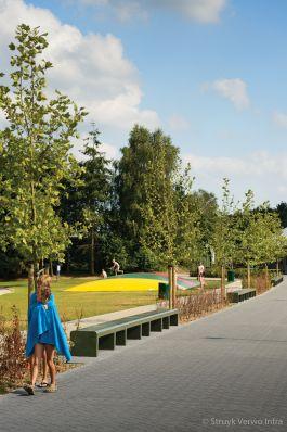Zitbanken van beton in recreatiepark Ter Spegelt|parkmeubilair beton