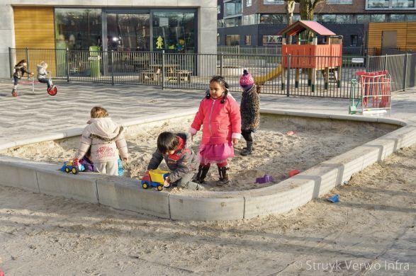 Zandbak uit betonnen elementen|zandspel