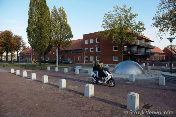 Sierpalen van beton in woonwijk