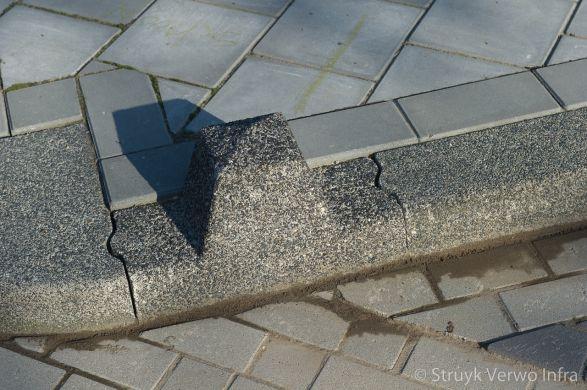 Sierpaal in trottoirband|anti-parkeerelement beton